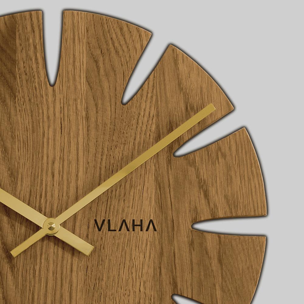 Dubové hodiny VLAHA vyrobené v Čechách se zlatými ručkami