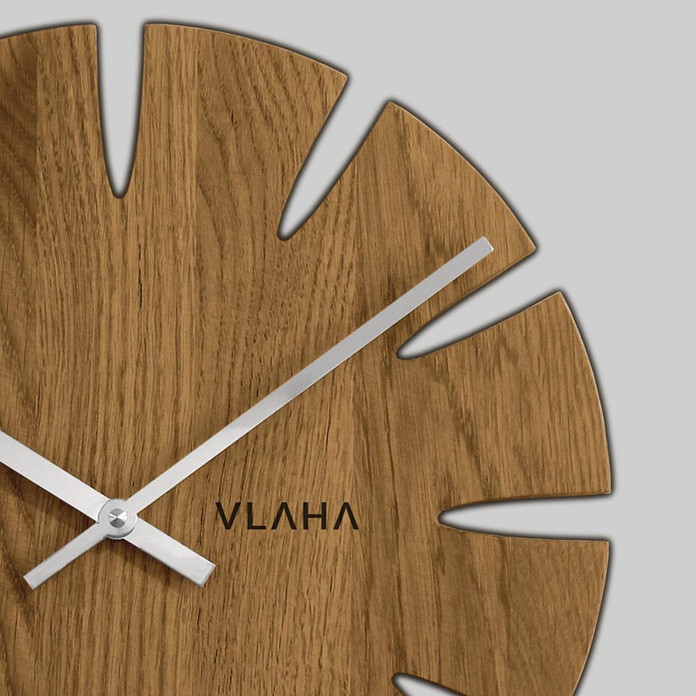 Dubové hodiny VLAHA vyrobené v Čechách se stříbrnými ručkami