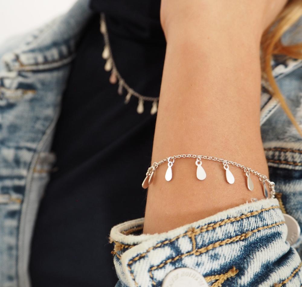 Stříbrný náhrdelník MINET s drobnými přívěsky