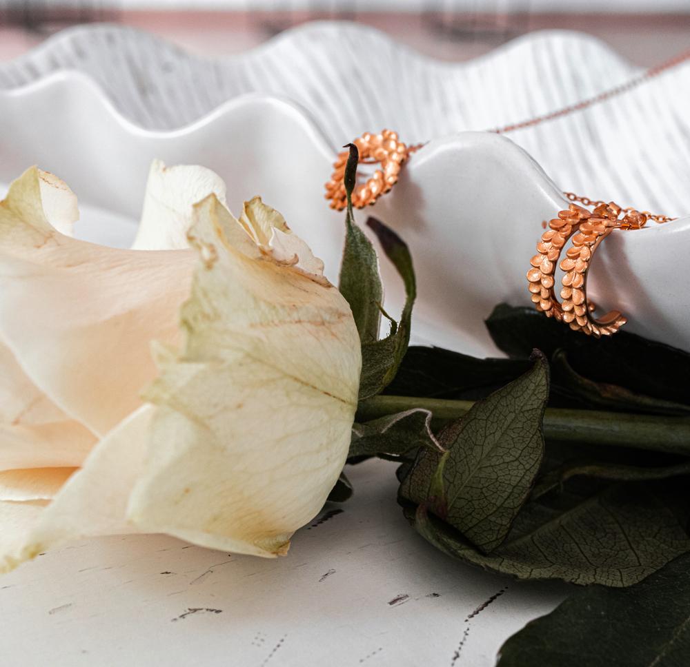 Rose gold matné stříbrné náušnice MINET EUCALYPTUS