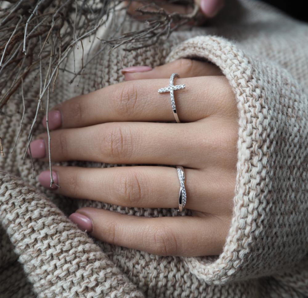 Stříbrný zapletený prsten MINET s bílými zirkony vel. 50
