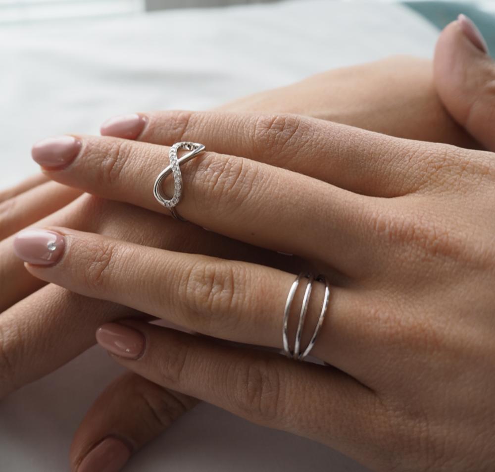 Trojitý stříbrný prsten MINET vel. 54