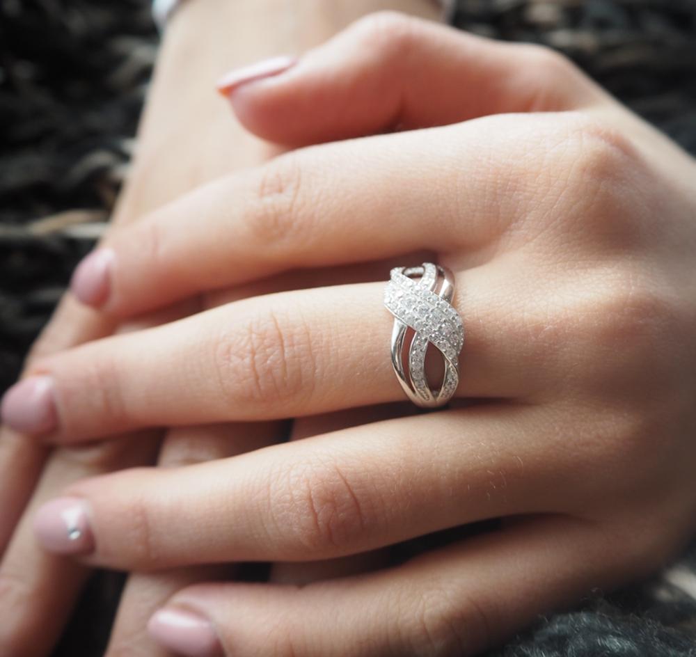 Luxusní stříbrný prsten MINET s bílými zirkony vel. 65