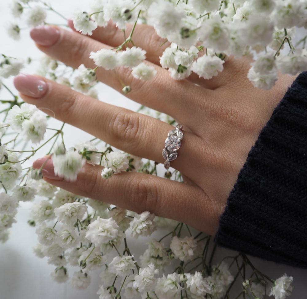 Luxusní rozkvetlý stříbrný prsten MINET FLOWERS s bílými zirkony vel. 52