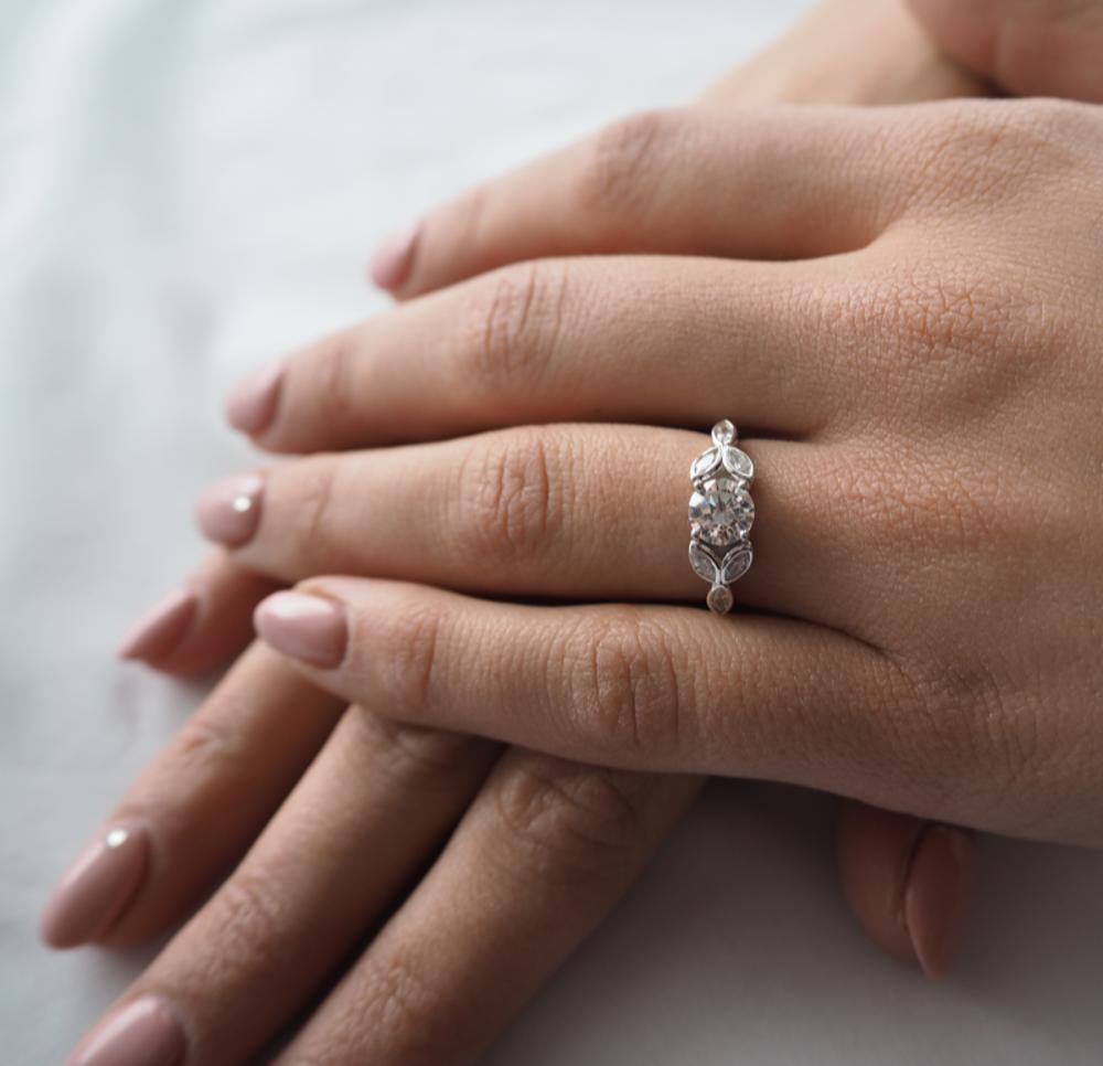 Luxusní rozkvetlý stříbrný prsten MINET FLOWERS s bílými zirkony vel. 64