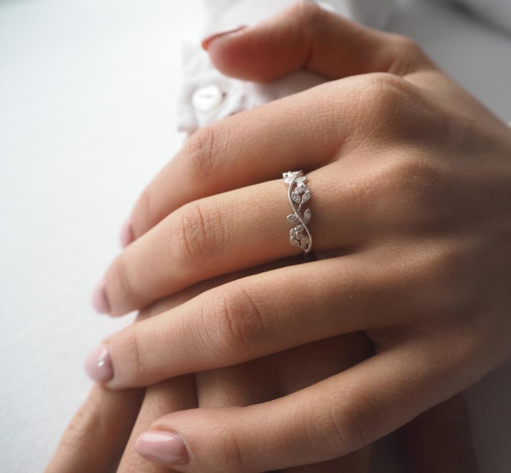 Rozkvetlý stříbrný prsten MINET FLOWERS s bílými zirkony vel. 62